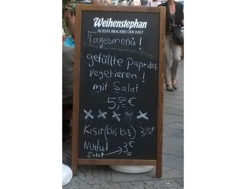 gefüllte Paprika vegetieren / Nudulsalat